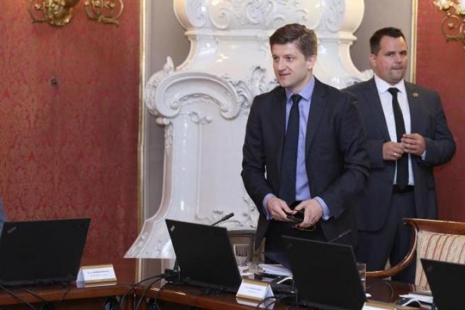 Vlada kupuje tražbine banaka prema Petrokemiji za 450 milijuna kuna