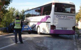 Poginula vozačica, a devet ozlijeđenih u promentoj na staroj kliškoj cesti