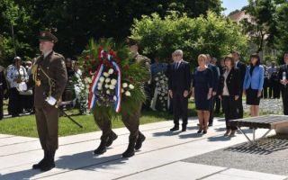 Predsjednica u Brodu položila vijenac za djecu poginulu u Domovinskom ratu