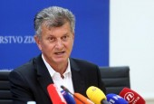 Ne stišavaju se zahtjevi za odlaskom ministra zdravstva Milana Kujundžića