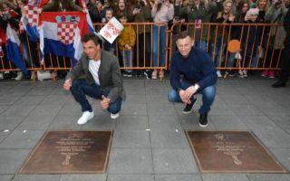 Otkrivene brončane ploče u znak zahvale Mandžukiću, Oliću i Rakitiću